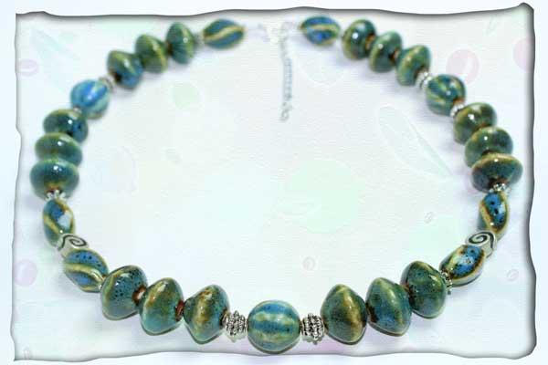 Grüne Halskette aus chinesischem Porzellan