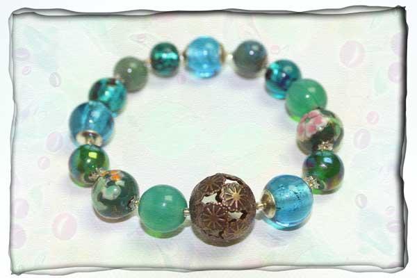 Elastisches Armband in grün und türkis aus Glas und Porzellan