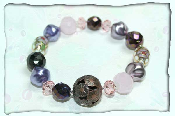 Elastisches Armband in rosé und violett aus Glas