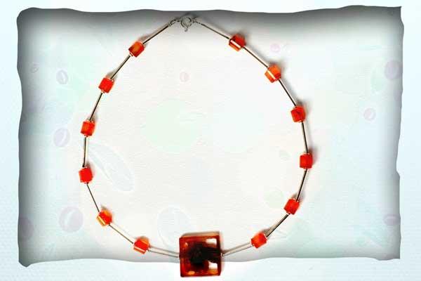 Halskette aus Sterlingsilberröhrchen mit Karneol