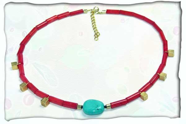 Halskette mit Redstone, Türkis und goldenen Zierelementen